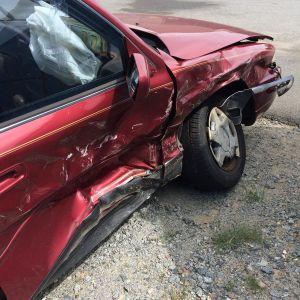 Por qué es peligroso tener artículos sueltos dentro del auto mientras se conduce
