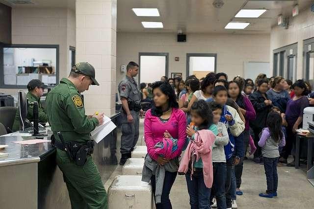 Muchos menores vienen solos a Estados Unidos, escapando de la situación de violencia  en Centroamérica