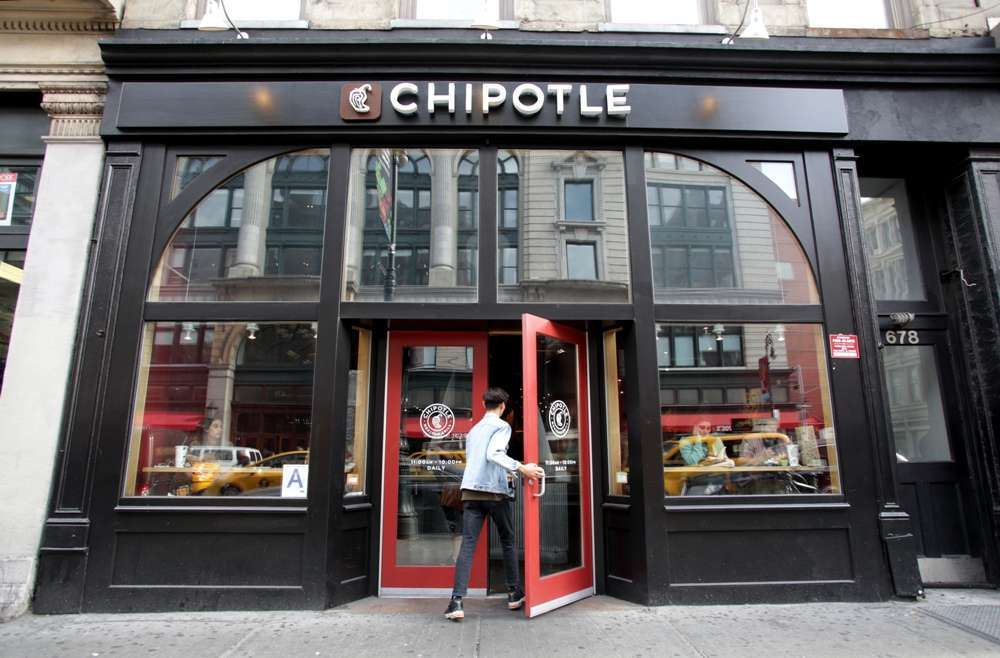 Chipotle aceptó que estuvo implicada en al menos cinco brotes de enfermedades