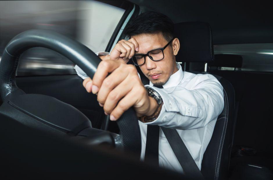 Cómo prevenir el síndrome del conductor en un habitáculo estrecho