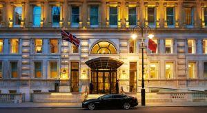 Trump reserva un piso de lujoso hotel en Londres cuya suite cuesta $24,500 la noche