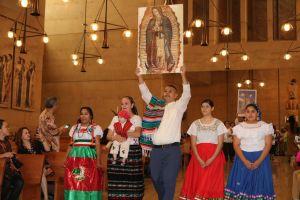 Misa de las Culturas reúne a cerca de 40 grupos étnicos en la Catedral de LA
