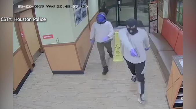 Video: Asaltantes aterrorizan un restaurante Denny´s