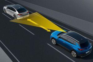 ¿Cómo la nueva tecnología de autos permite que se frenen solos para evitar accidentes?