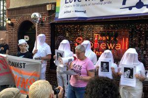 """La comunidad LGBTIQ+ lucha contra otra """"epidemia"""": el uso de armas"""