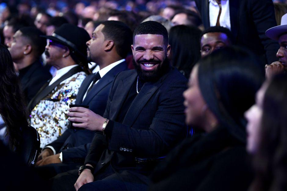 Drake supera a 'The Beatles' con más canciones en el Top 10