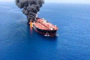 Ataque a dos buques aumenta tensión de guerra contra Irán; Estados Unidos en alerta