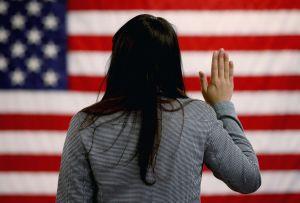 Proyecto de ley que daría ciudadanía a cerca de 2.5 millones de inmigrantes enfrenta otro problema