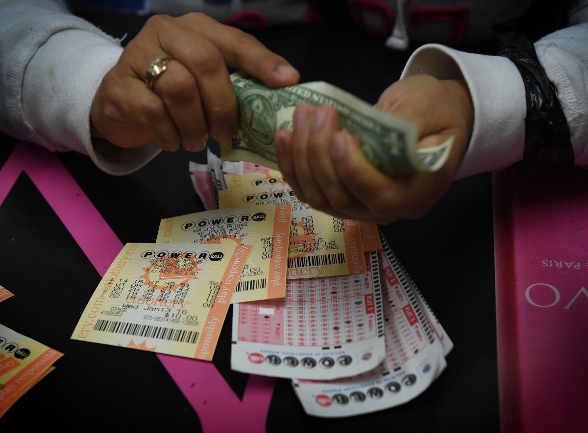 ¿Cuál es la cantidad de dinero que la gente gasta en la lotería?