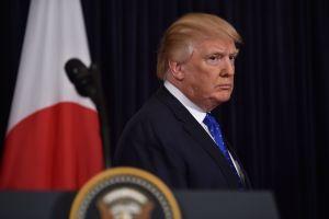 Donald Trump envía mensaje a indocumentados por Twitter a horas de supuestas redadas de ICE