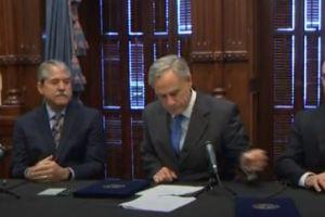 El gobernador de Texas aprueba ley para armar maestros en escuelas