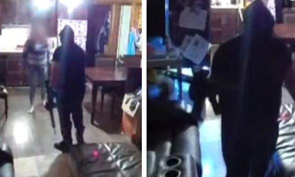 Video: Hombres armados aterrorizan a familia con rifles de alto poder