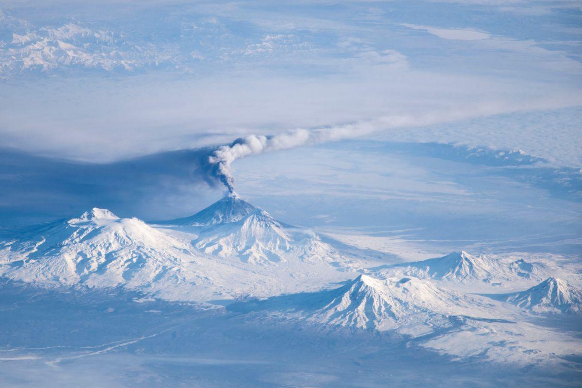 Bolshaya Udina, el volcán de Kamchatka que se creía extinto y que ahora hace temer por una gran explosión