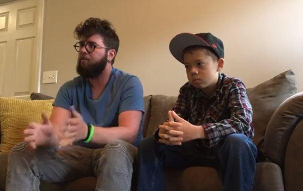 Maestro adopta a uno de sus alumnos para que puedan realizarle un trasplante de riñón