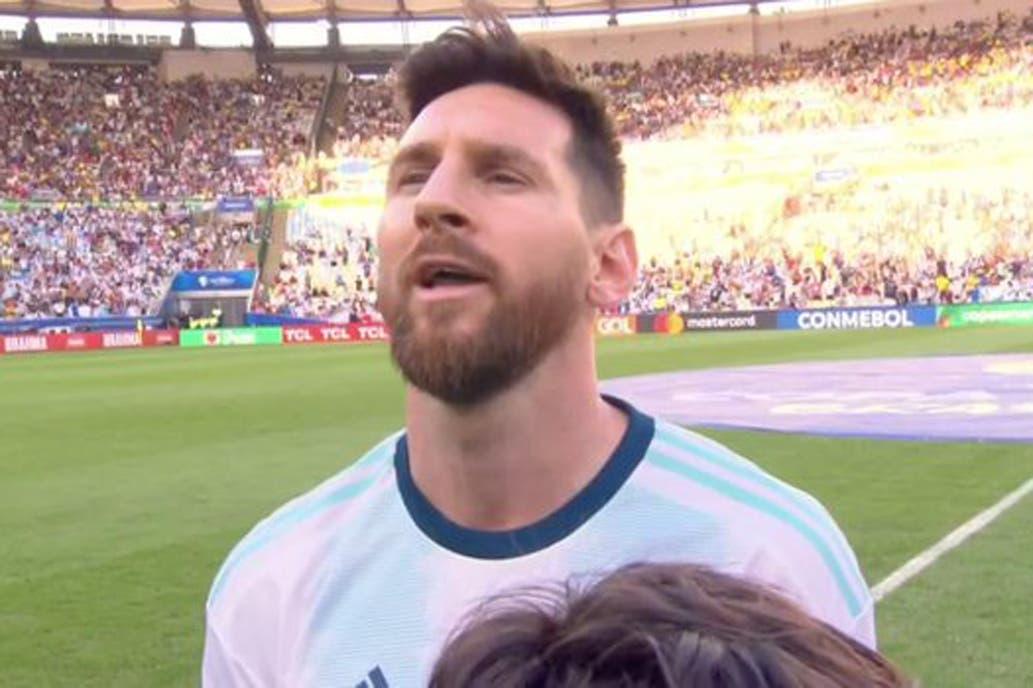 ¡Inédito! Messi cantó el himno de Argentina y se volvió viral
