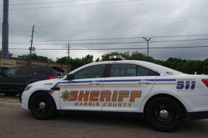 Texas: Mujer embarazada baleada dos veces en residencia donde aparentemente se vendían drogas