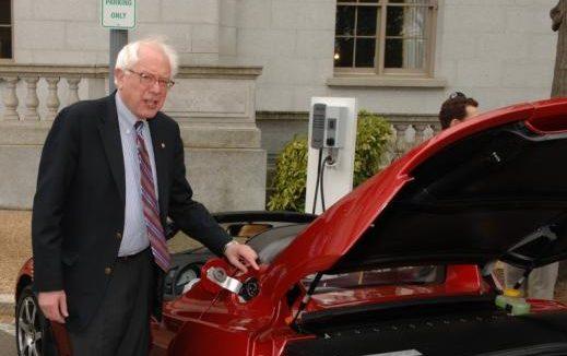 ¿Cierto o Falso? Bernie Sanders compró un auto de $172,000 con donaciones de su campaña en el 2016