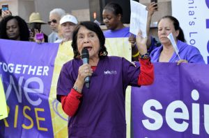 Dolores Huerta: 'Es un trabajo duro y merecen un salario justo'