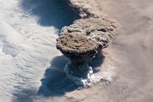 Un volcán entra en erupción por primera vez desde 1924 y las imágenes desde el espacio son impresionantes