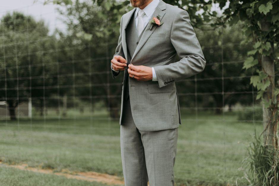 Los requisitos ridículos de UN NOVIO para las mujeres que asistan a su boda
