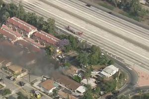 Un hombre se atrincheró en una casa, prendió fuego y ocasionó cierre de autopista 10