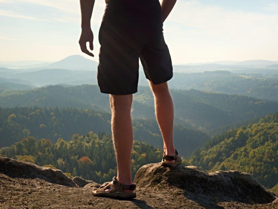 7 estilos de pantalones cortos de hombre para estar frescos durante el calor de verano