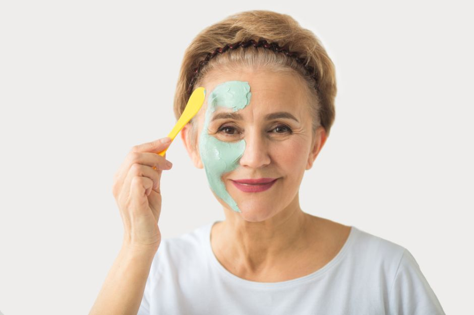 3 mascarillas para el rostro que hidratan y refrescan durante la menopausia