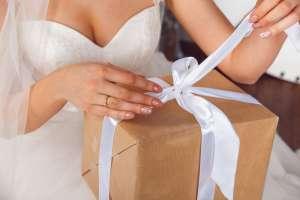 Duro mensaje de una novia a invitada por su regalo de boda, ahora le llueven las críticas
