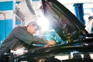 ¿Cómo saber si debo cambiar la bomba de agua de mi auto?