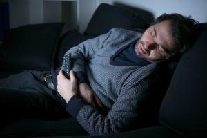 Dormirte con la televisión encendida podría hacerte subir de peso