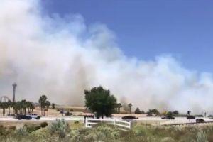 Incendio en Santa Clarita causó evacuación del parque Six Flags Magic Mountain