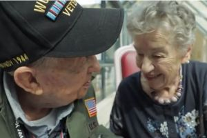 """Veterano de guerra del """"Día D"""" se reencuentra con su """"novia"""" 75 años después"""
