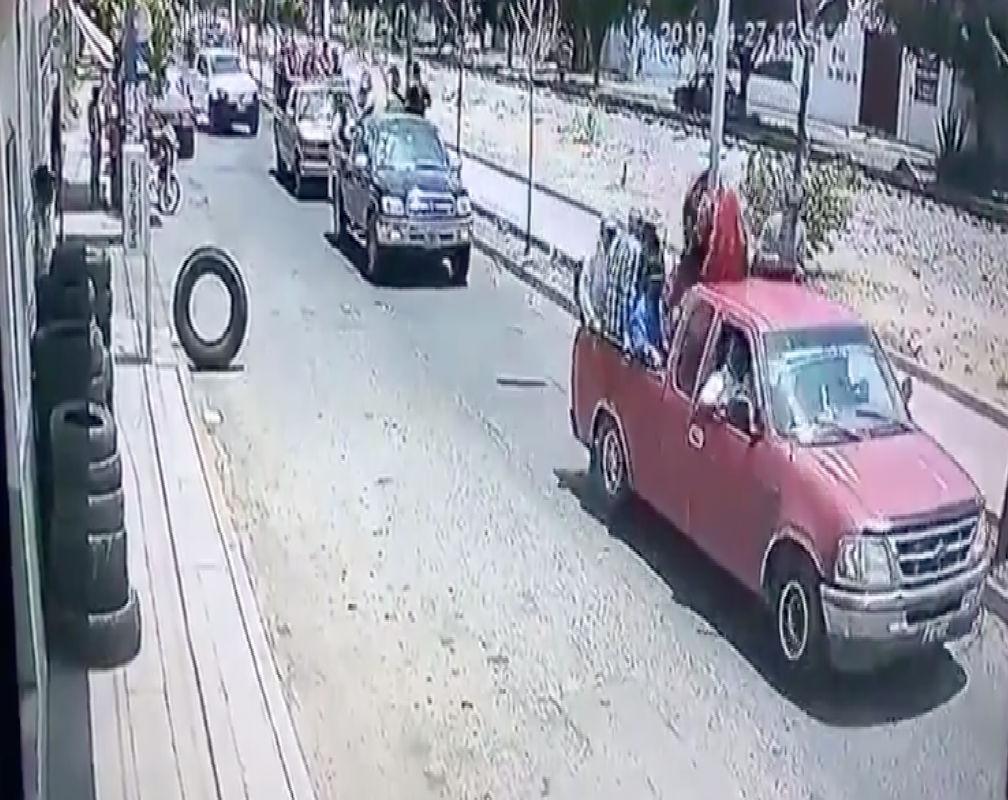 VIDEO: Captan a grupo armado a bordo de trocas tras asesinar a secuestrador