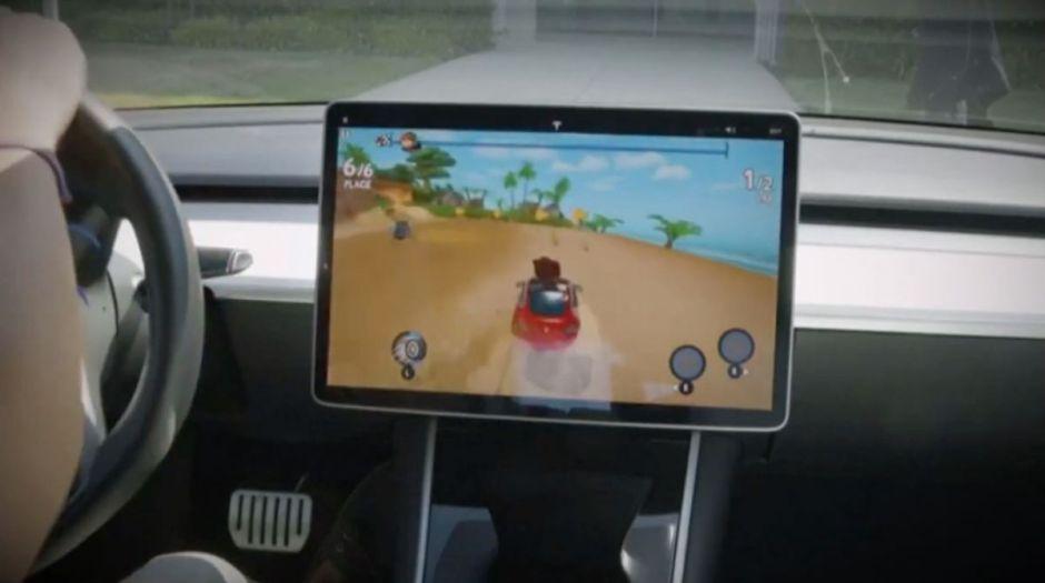 VIDEO: Ahora puedes convertir tu Tesla en una consola de videojuego