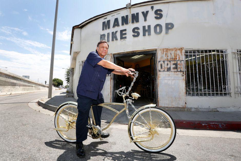 Inmigrante mexicano es el rey de las bicicletas bajitas