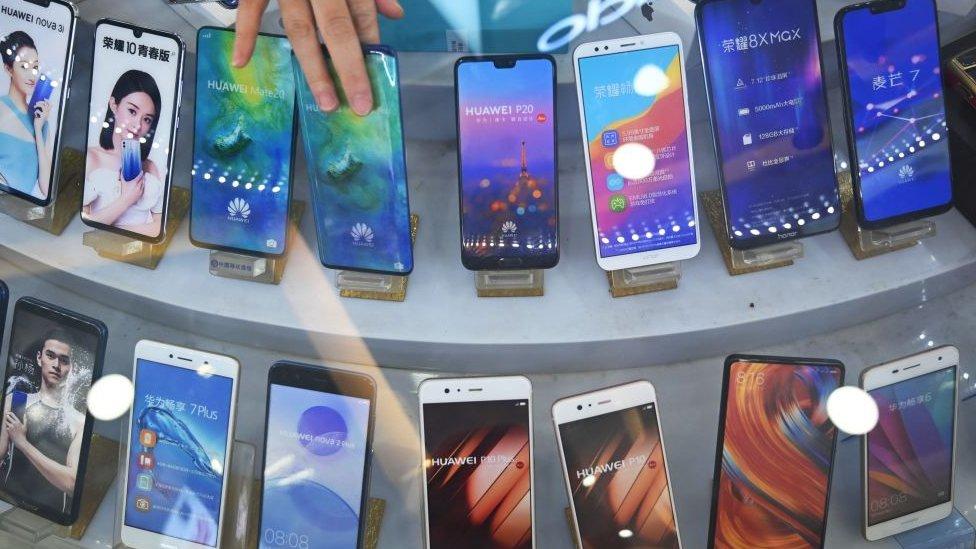 Ni Google, ni Apple: ¿es posible encontrar un celular que no tenga nada que ver con estas dos compañías?