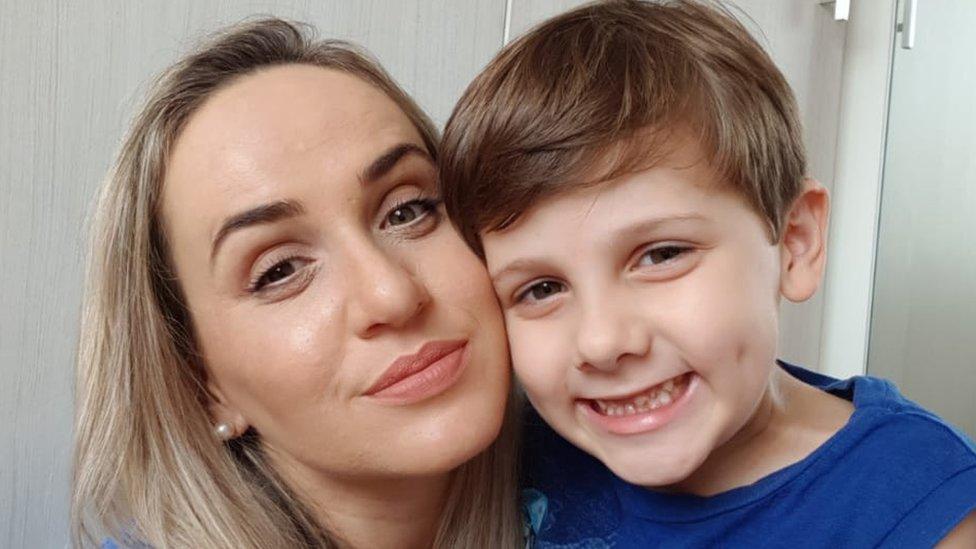"""""""Mi hijo autista tenía dificultades para hablar, pero a los 7 años ya había aprendido 9 idiomas"""""""