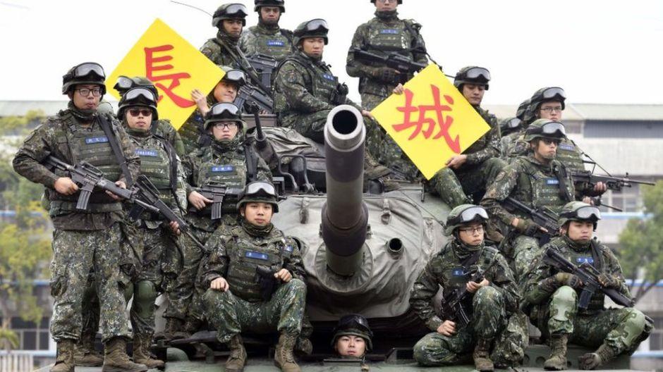 """Por qué Estados Unidos """"está comprometido por ley"""" a facilitar armas a Taipei en claro desafío a Pekín"""