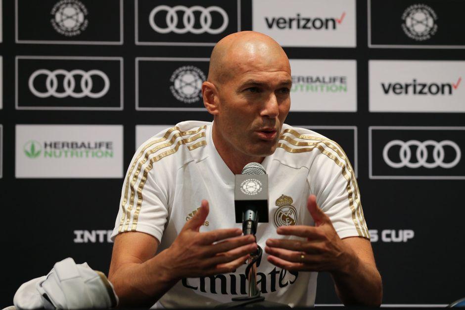Zidane le hace el 'fuchi' a Bale