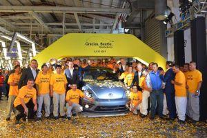 Después de dos décadas, Volkswagen da por terminada la producción del Beetle en México