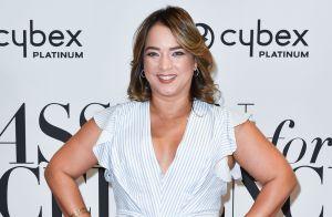 Adamari López presume su cinturita con un sexy y entallado vestido blanco