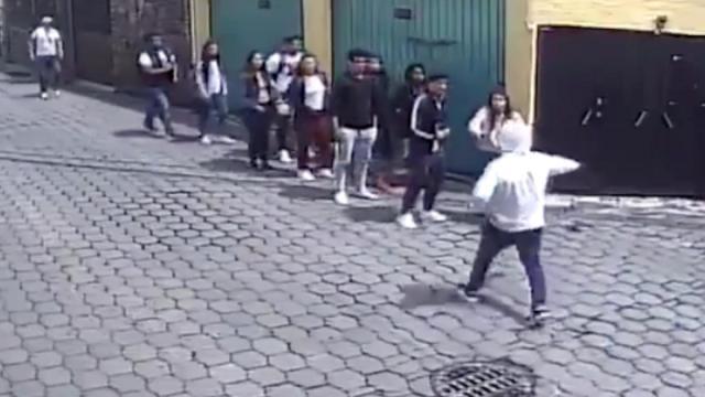 VIDEO: Sujetos asaltan a un grupo de estudiantes en la Ciudad de México