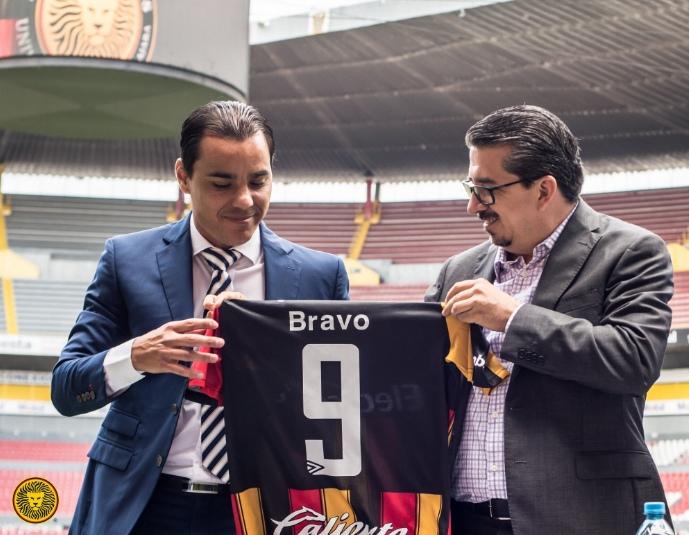 Omar Bravo saldrá del retiro para jugar con Leones Negros