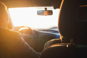 ¿Cuál es la manera correcta de dirigir la mirada al conducir?