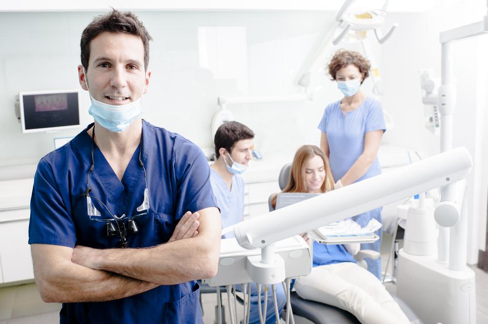 ¿Por qué es tan costoso acudir al dentista en Estados Unidos?