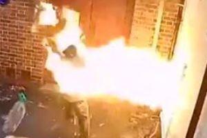 Supremacista blanco arde en llamas al querer incendiar una sinagoga