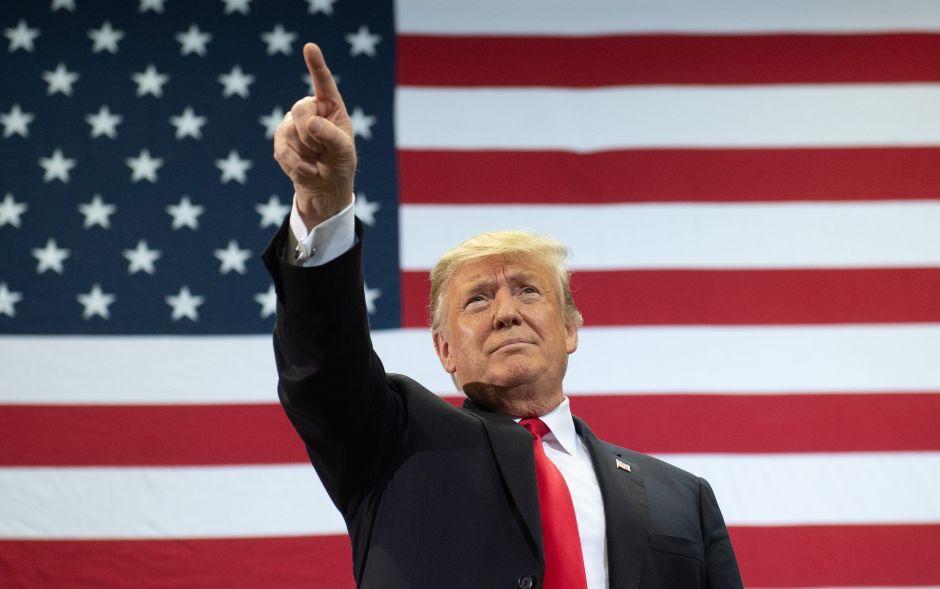"""Trump afirma que el Artículo 2 de la Constitución le permite hacer """"lo que quiera"""" como presidente"""