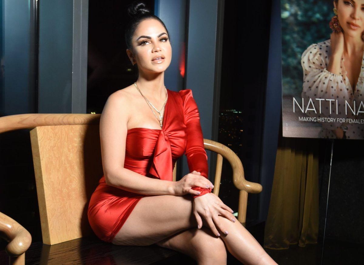 Natti Natasha dejó ciego a Romeo Santos con su escotazo neón
