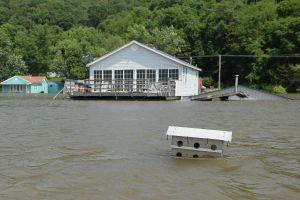Miles de evacuados en un área de Michigan después de la rotura de dos represas