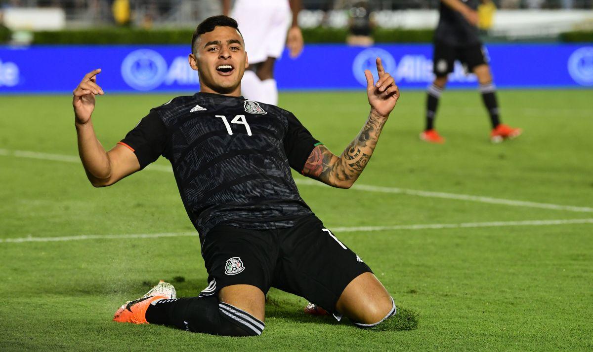 Alexis Vega era fan de Raúl Jiménez antes de debutar
